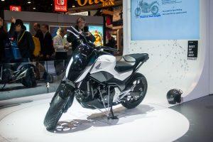 [CES 2017] – Xe Máy Honda Tự Giữ Thăng Bằng, Đứng Im & Tự Di Chuyển