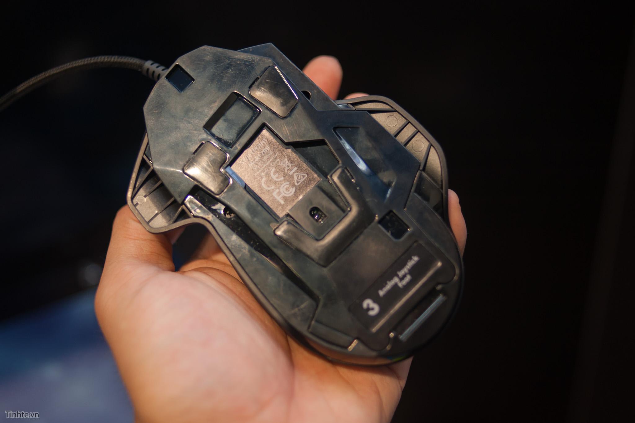 Swiftpoint The Z: chuột chơi game kiêm joystick, nghiêng lắc xoay đa hướng