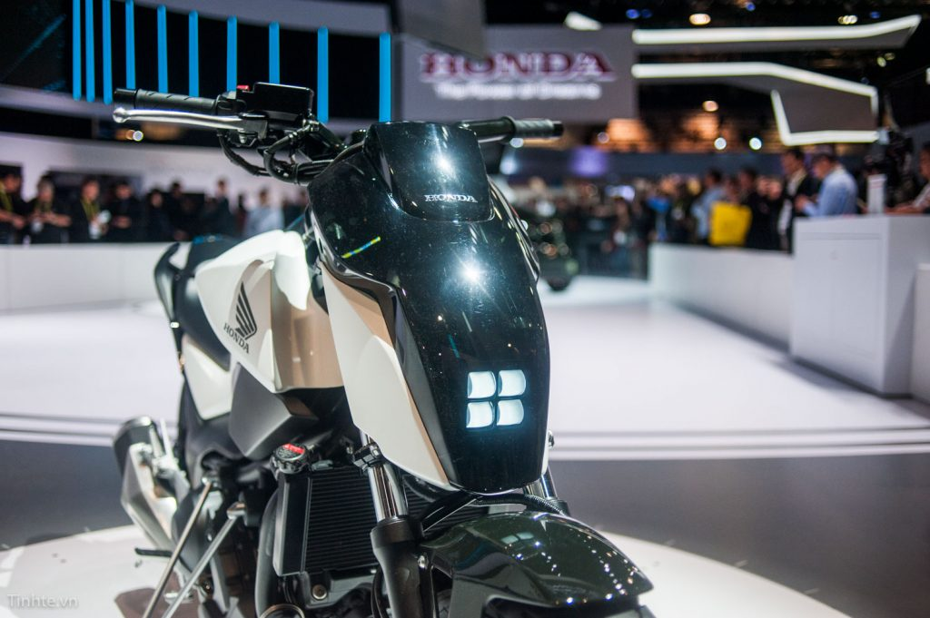 Xe mô-tô tự giữ thăng bằng của Honda: đứng im và tự di chuyển